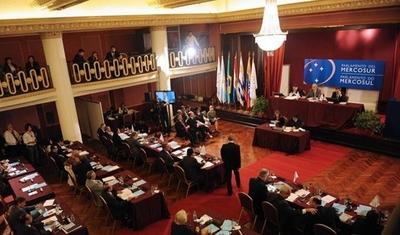 HOY / Ejecutivo promulga ley que elimina elección directa de parlasurianos