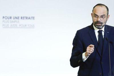 """Dimite el gobierno francés para dar paso a un """"nuevo rumbo"""" político"""