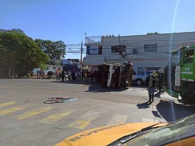 Accidente en intersección de Rutas Py01 y Py02