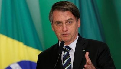 Bolsonaro vetó el uso obligatorio de mascarillas en lugares cerrados de Brasil