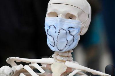 Facebook y Twitter recomiendan encarecidamente usar máscara para frenar la pandemia