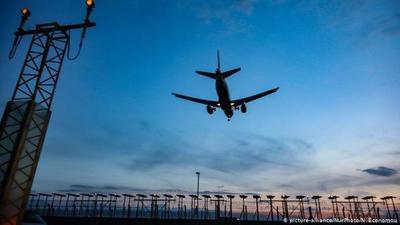 Inglaterra levanta cuarentena para viajeros de 73 países y territorios