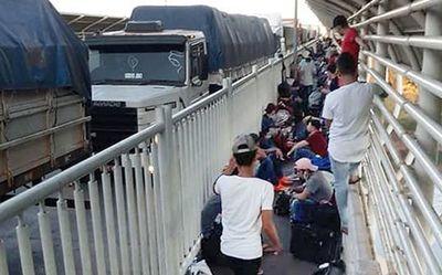 """""""Inaceptable situación humanitaria en el Puente de la Amistad"""", dice Coordinadora de DD.HH."""