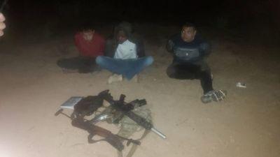 Tres brasileños armados con fusiles fueron presos en Bella Vista