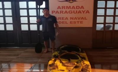Joven es sorprendido mientras cruzaba el Paraná en un kayak