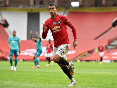Manchester United golea y sueña con la Champions League