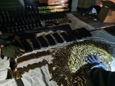 Imputan y piden prisión para implicados en incautación de arsenal