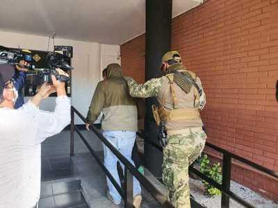 Imputan a cuatro personas presuntamente implicadas en la venta ilegal de municiones y armas de uso militar