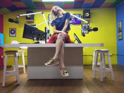 """HOY / Mica Chamorro, una 'bicha de radio' que sueña con las estrellas: """"Disfruto y vivo"""""""