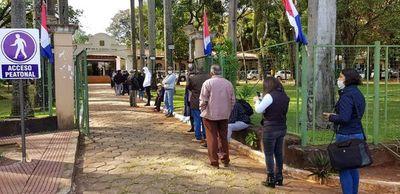 Municipalidad esteña continuará con varias direcciones cerradas al público