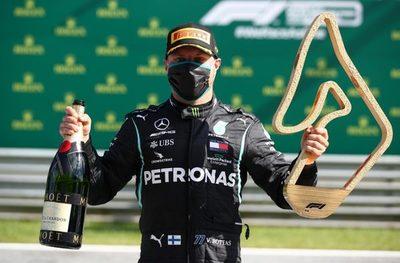 Valtteri Bottas gana la primera carrera del año