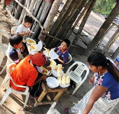 Repartieron 300 platos de tallarín en comunidades indígenas • Luque Noticias