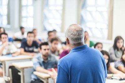 Docentes de universidad privada de Caaguazú reclaman falta de pago de salarios