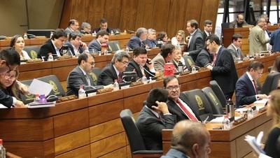 Piden a la fiscalía investigar a parlamentarios que intentaron evitar publicación de DDJJ
