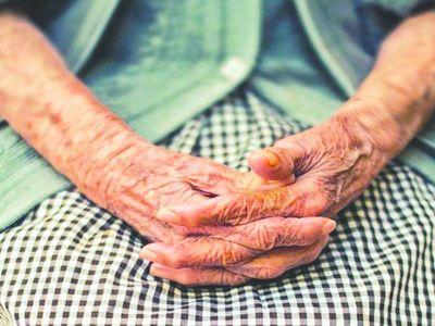 Golpean a abuela por pedir la pensión de su mamá