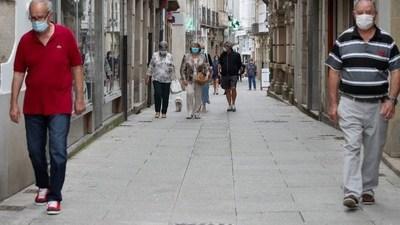 España vuelve a reconfinar a unas 300.000 personas en Cataluña y Galicia