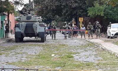 Internos y familiares se manifiestan en el Penal de Tacumbú