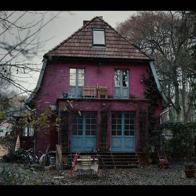 ¡Atención fans de Dark! Así se ve la icónica casa de Jonas en la vida real