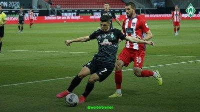 Werder Bremen sufre, pero se mantiene en la Bundesliga