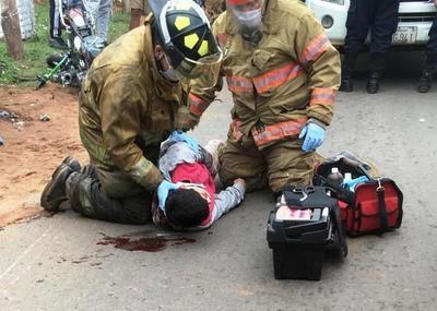 Motociclista sufre rotura de cadera y traumatismo de cráneo • Luque Noticias
