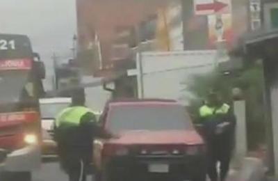 Denuncian agresión a Policía Municipal de Tránsito