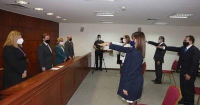 Ministros de la Corte tomaron juramento a jueces y fiscal adjunto del Alto Paraná