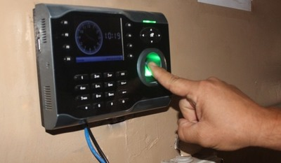 Fiscalizadores notificaron a empresas que siguen utilizando relojes biométricos