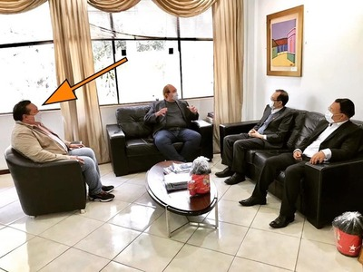 Planillero VIP de la UNE usa INFLUENCIA del Gobernador para hacer CAMPAÑA POLÍTICA