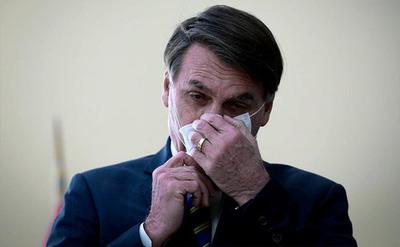 Brasil: presidente Jair Bolsonaro dio positivo a prueba de COVID-19