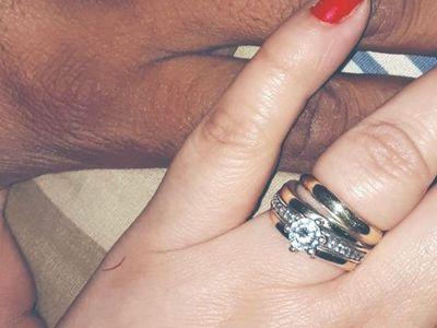 Trueque: ofreció anillos y le darán de todo para la boda