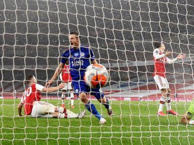 Vardy frena al Arsenal de Arteta
