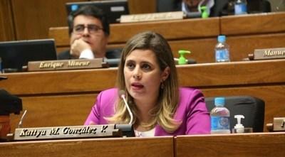 """Kattya González: Negar daño patrimonial """"es una patada a las personas que están pasando mal"""""""