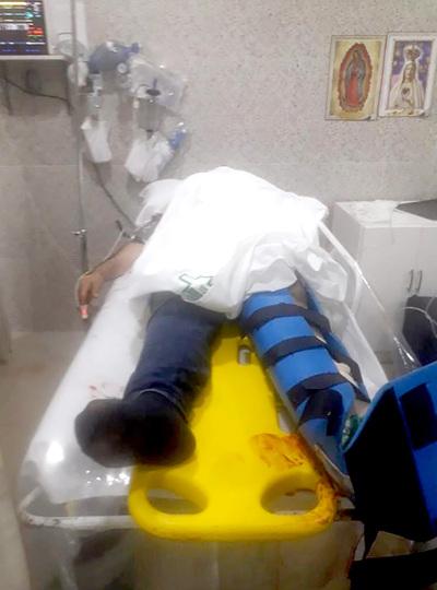 Menor de edad cae de altura mientras reparaba lumínica