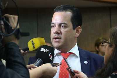 Ministro de Agricultura pide una mayor colaboración de los bancos para liberar préstamos y dinamizar economía