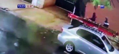 En segundos roban la moto a joven trabajador