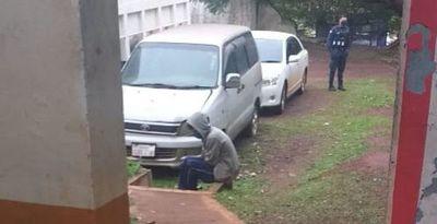 Alto Paraná: Reo con COVID-19 fugado de albergue se entregó a la Policía