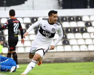 Néstor Camacho anota un hat-trick ante San Lorenzo