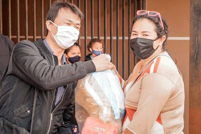 Familias fueron beneficiadas con 700 cestas básicas por parte del Shopping Paris