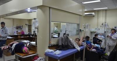 Clínicas abarrotado: pacientes con síntomas respiratorios son derivadas a hospitales de Salud Pública