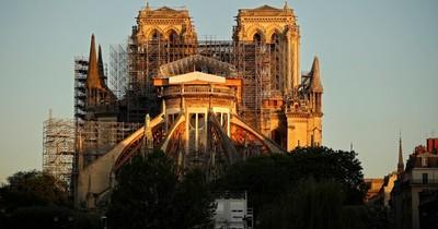 """""""Amplio consenso"""" en Francia para reconstruir aguja de la catedral de Notre Dame """"tal y como era"""""""