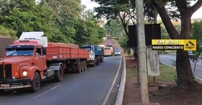 Patrulla Caminera no despeja ruta y causa enojo de agentes municipales