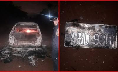 Abandonó su vehículo mientras se incendiaba en la vía pública