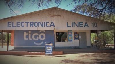 Dos sujetos asaltaron un local comercial y a un cliente en Loma Plata