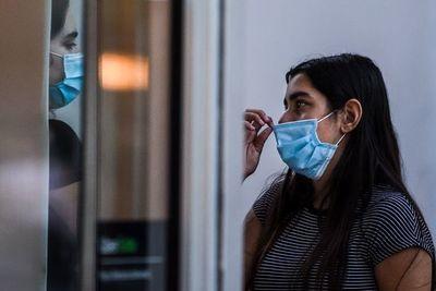 """El 42% de encuestados considera """"poco probable"""" que se contagie de COVID-19"""
