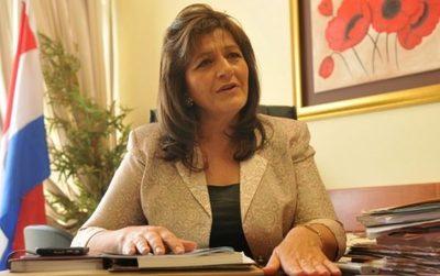 Senadora defiende la gestión de Julio Mazzoleni