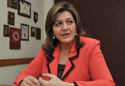 """Senadora defiende a Mazzoleni: """"Mediante su liderazgo se equiparon hospitales a pesar de las carencias"""""""