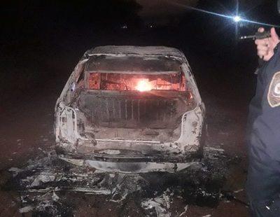 Vehículo arde en llamas en plena  calle y el conductor lo abandona – Diario TNPRESS