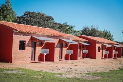 Abdo entrega 76 viviendas sociales e inaugura obras en Ayolas