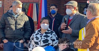 Gobierno entrega 76 casas a jefas de hogar y personas con discapacidad en Ayolas