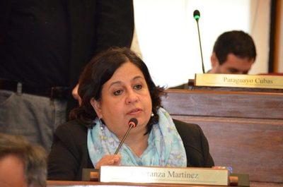 Senadora habla de posible desabastecimiento en Salud · Radio Monumental 1080 AM
